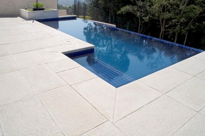 Revestimentos ciment cios antiderrapantes e at rmicos para for Ver tipos de piscinas