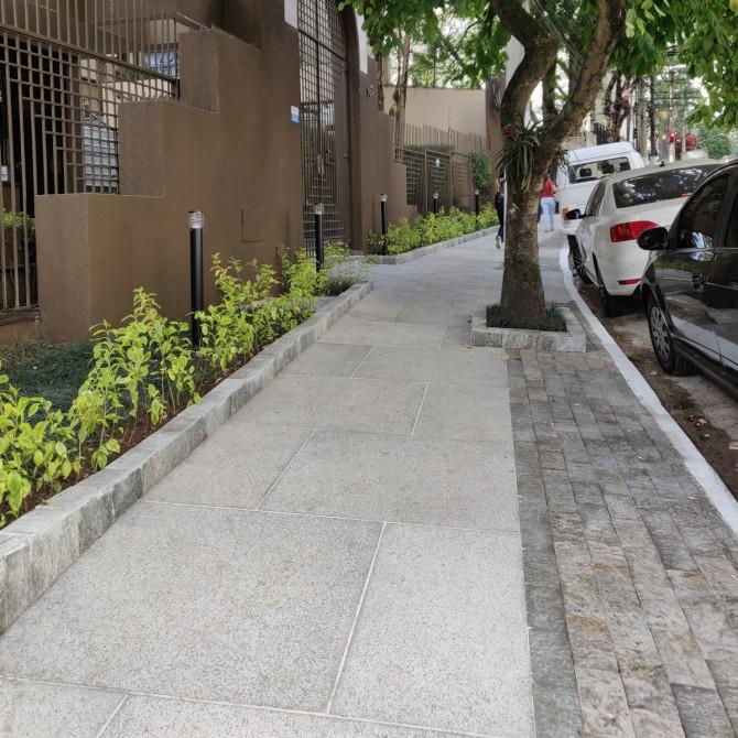 Terraviva Compac em calçada de prédio em São Paulo